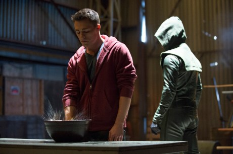 arrow-s2ep12-tremors-still-image-colton-haynes-roy-harper-and-stephen-amell-oliver-queen