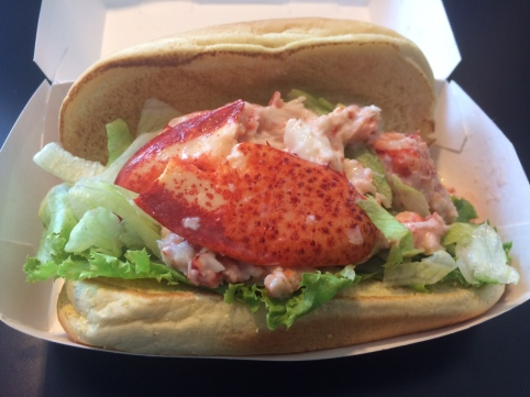 A surprisingly attractive lobster roll!